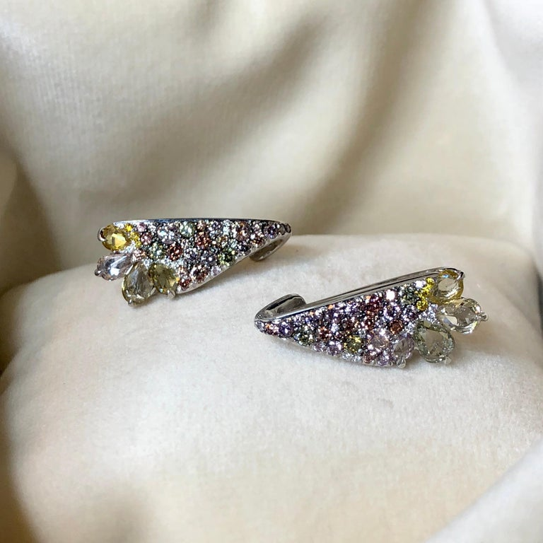 18 Karat White Gold 2.71 Carat Fancy Diamond Pave Ear Cuffs In New Condition For Sale In Antwerp, BE