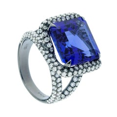 Jona 9.9 Carat Tanzanite White Diamond 18 Karat Gold Solitaire Cocktail Ring