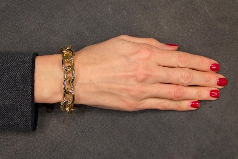Jona design collection, hand crafted in Italy, 18 karat yellow gold chain bracelet. Dimension : L 8.6 in / 22 cm  Chain : H 0.78 in / 19.95 mm X W 0.62 in / 15.89 mm X D 0.15 in / 4 cm Weight : 34.9 grams. All Jona jewelry is new and has never been