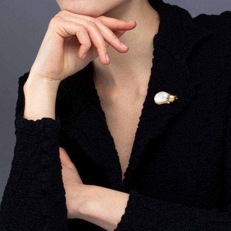 Women's Jona Mother of Pearl White Diamond 18 Karat Yellow Gold Cat Brooch For Sale