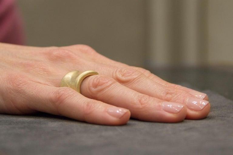 Women's or Men's Jona Onda 18 Karat Yellow Gold Ring Band For Sale