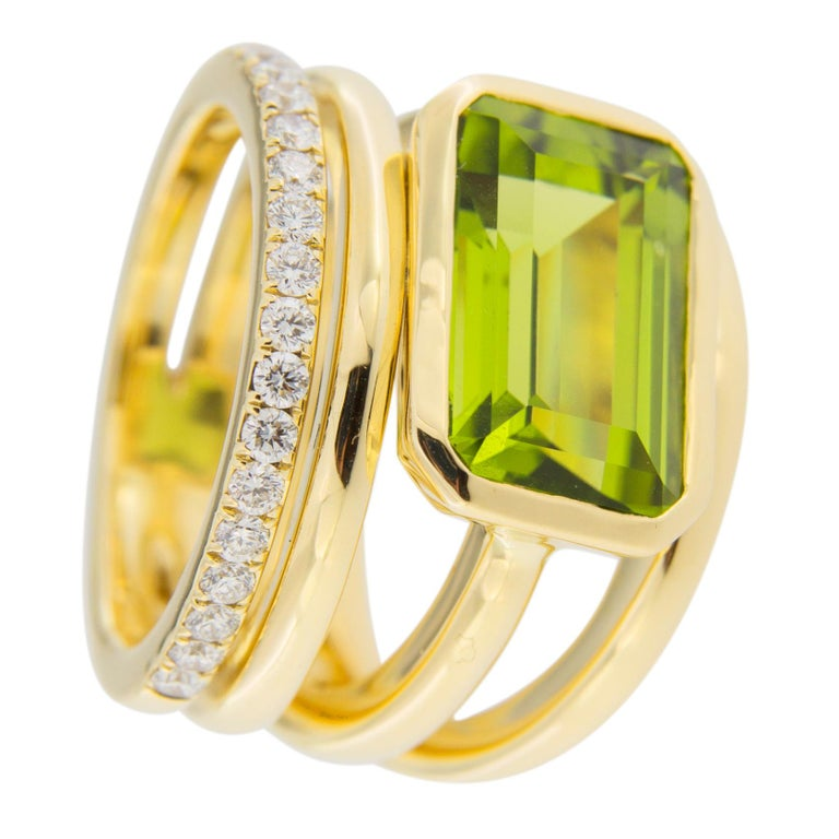 Jona Peridot White Diamond 18 Karat Yellow Gold Band Ring In Excellent Condition For Sale In Torino, IT