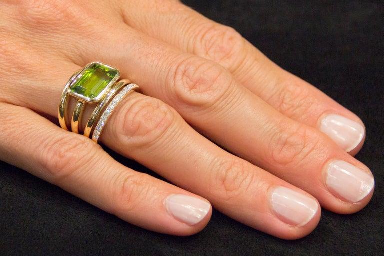 Women's or Men's Jona Peridot White Diamond 18 Karat Yellow Gold Band Ring For Sale