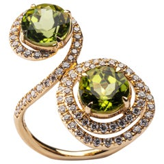 Jona Peridot White Diamond 18 Karat Yellow Gold Swirl Ring