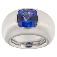 Jona Square Cushion-Cut Tanzanite 18 Karat Brushed White Gold Band Ring