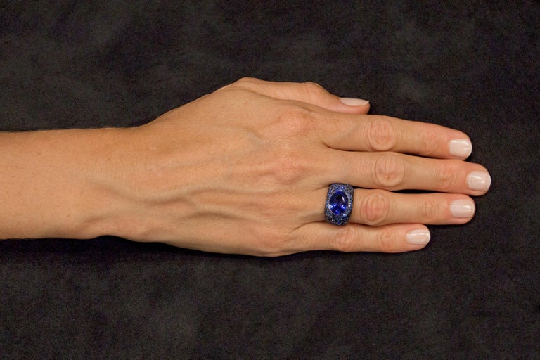 Jona Tanzanite Blue Sapphire White Gold Band Ring In New Condition For Sale In Torino, IT