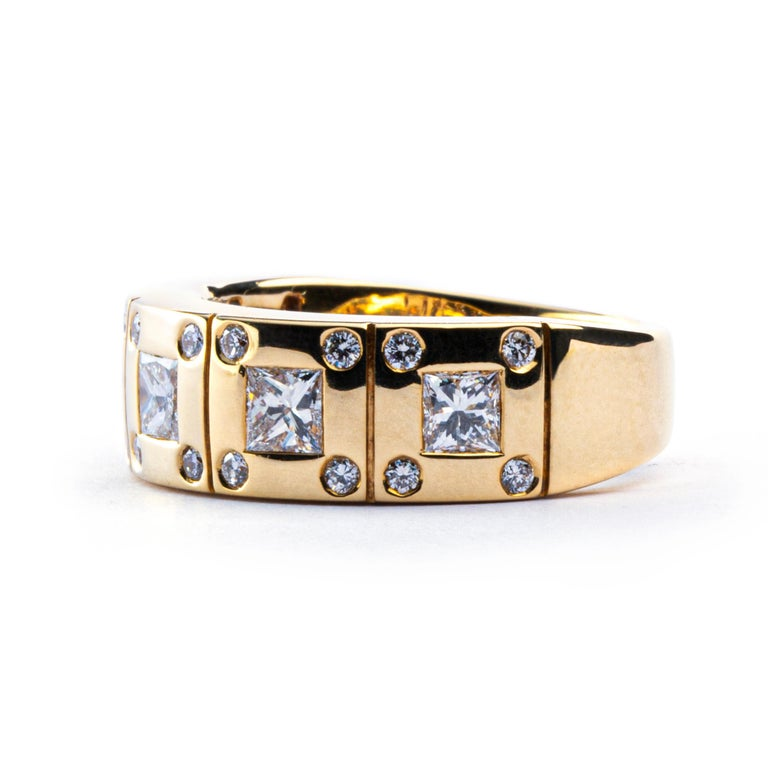 Cushion Cut Alex Jona White Diamond 18 Karat Yellow Gold Band Ring For Sale