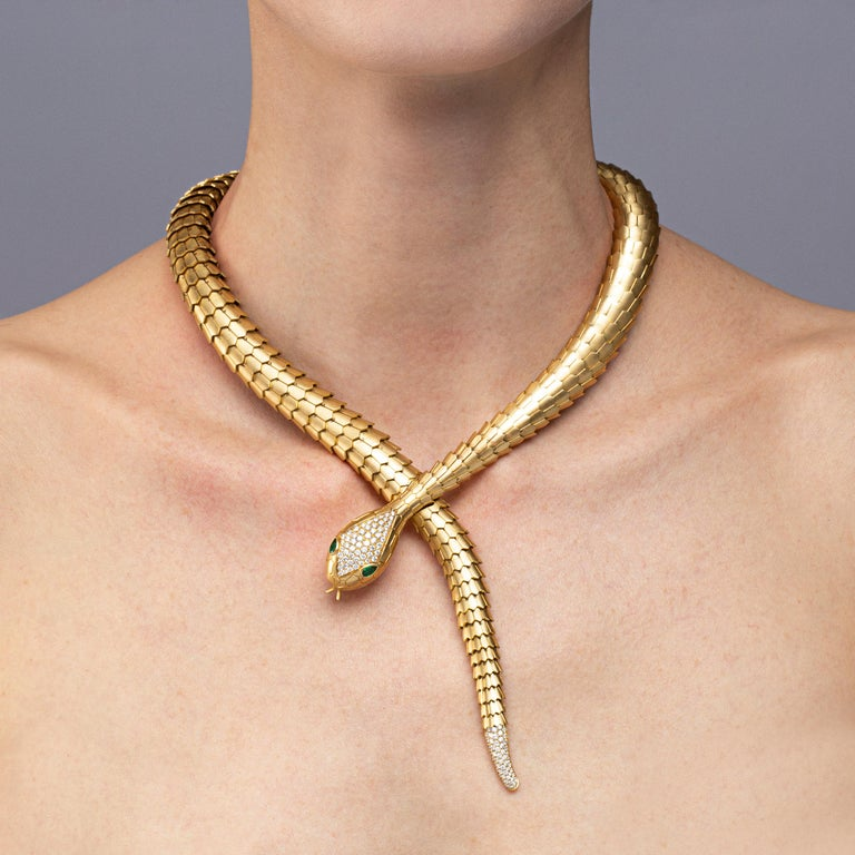 Jona design collection, hand crafted in Italy, stunning One-of-a-Kind 18 karat brushed yellow gold flexible coil snake necklace. With circular cut diamonds set on the head and the tail of the serpent weighing 1.71 carats and two marquise cut emerald