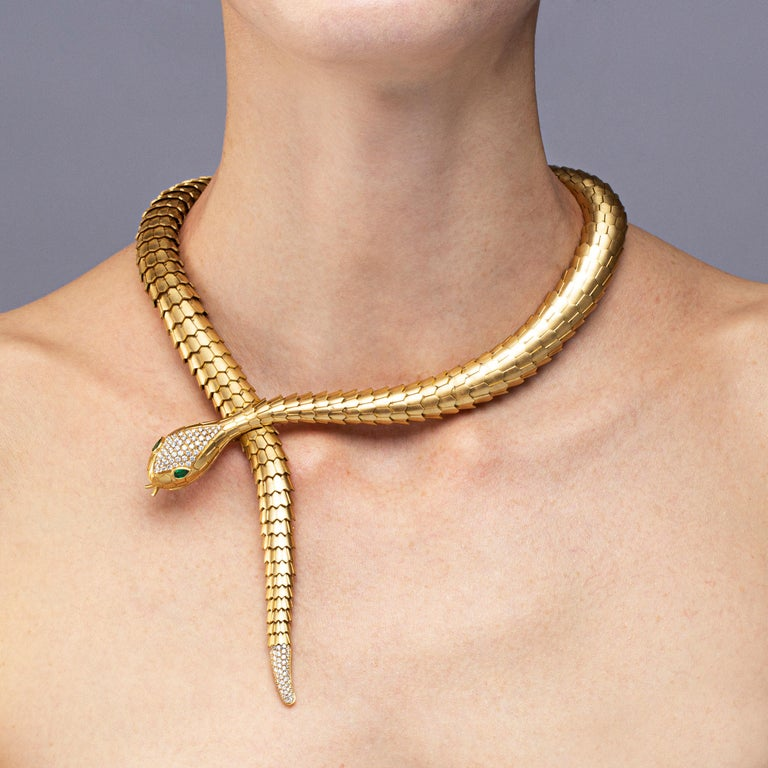 Jona White Diamond Brushed 18 Karat Yellow Gold Flexible Snake Necklace In New Condition For Sale In Torino, IT