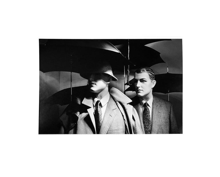 Au chic Parisien - Off-Print # 1  - 1981 - Minimalist Black & White Photography For Sale 1