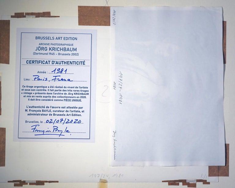 Au chic Parisien - Off-Print # 1  - 1981 - Minimalist Black & White Photography For Sale 5