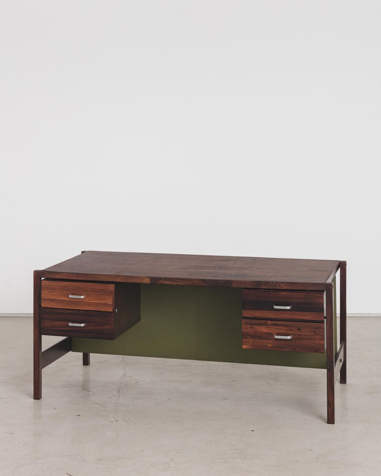 Writing desk designed by Jorge Zalszupin and manufactured by his company, L'Atelier. This piece has four drawers on each side. All the top is covered with rosewood veneer. The structure is in solid rosewood with green leather back details. The
