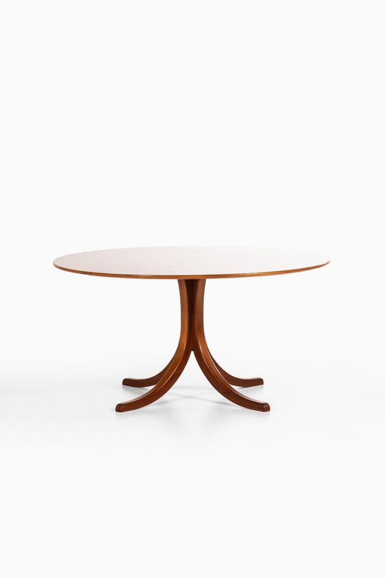 Rare dining table model 1020 designed by Josef Frank. Produced by Svenskt tenn in Sweden.