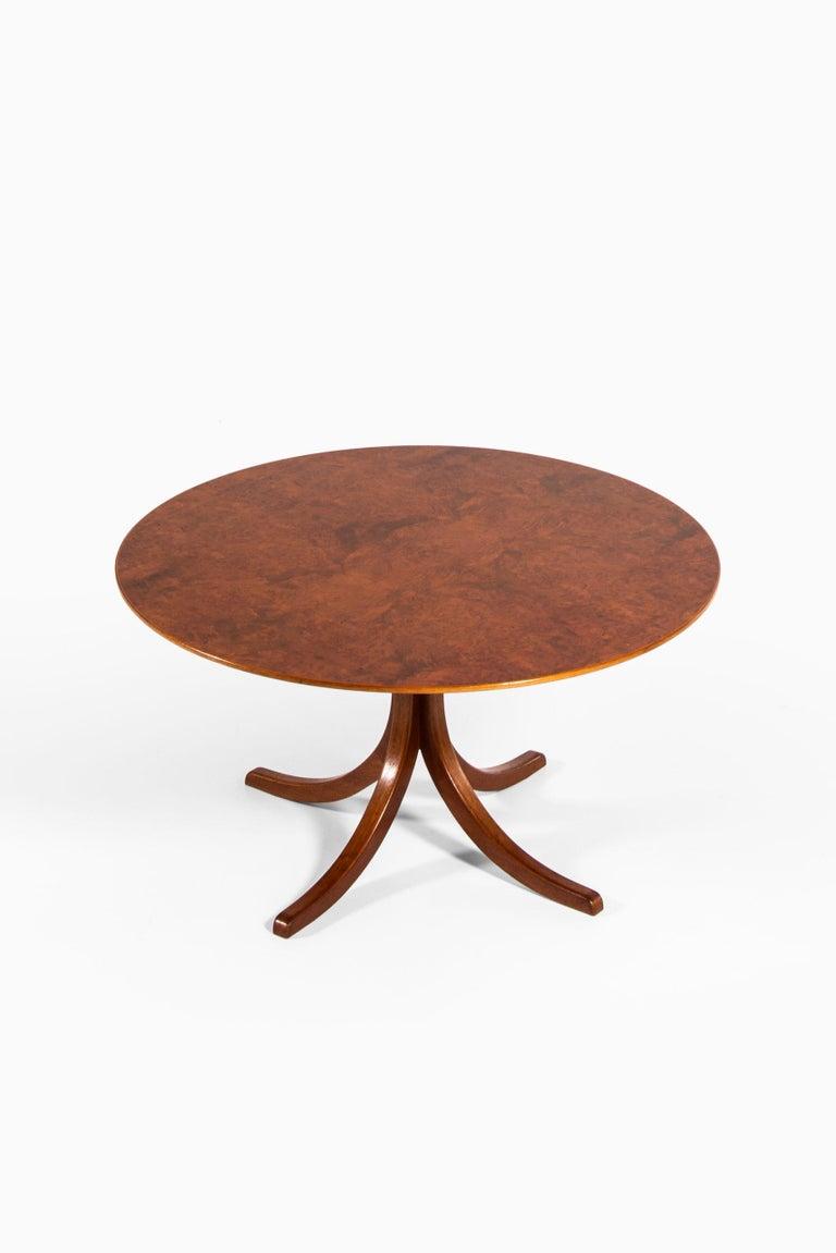 Mid-20th Century Josef Frank Dining Table Model 1020 Produced by Svenskt tenn in Sweden For Sale