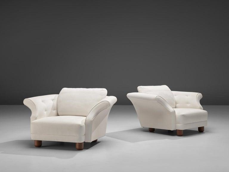 Josef Frank forSvenskt Tenn, pair of 'Liljevalchs' lounge chairs, upholstered in white Josef Frank 'Vagen' Linen, oak, fabric, Sweden,design 1934  Two 'Liljevalchs' lounge chairs by Josef Frank for Svenskt Tenn designed in 1934. These low lounge