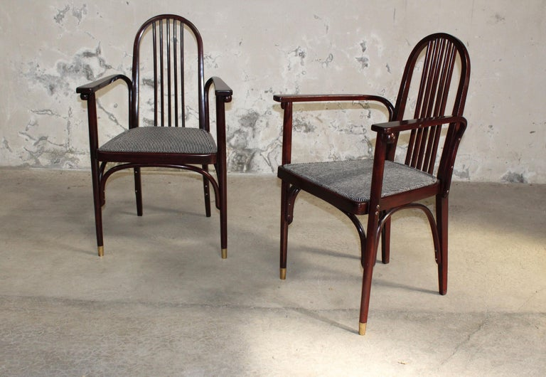 Josef Hoffmann (1870-1956), Jacob and Joseph Kohn edition, circa 1910. Rare pair of chairs with wooden frame curved mahogany stained beech, rounded backs. Four spheres profiled under the armrests cuffs and under the seats. Manufacturer's