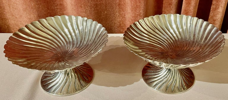 Josef Hoffmann for Wiener Werkstatte Vienna circa 1920 silver dish pair. A quality pair of dishes or bowls hand chased, made of silver and hallmarked on the side top. Manufacture: 'Wiener Werkstätte' 'Vienna Workshop' Dating: circa 1920.  Josef