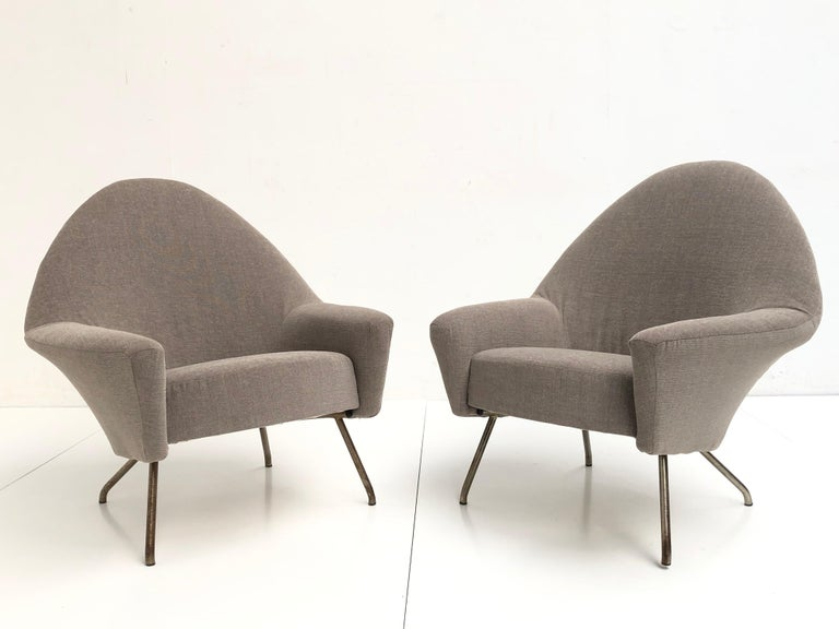 French J.A Motte '770' lounge set comprising pair lounge chairs & sofa, 1958, Restored For Sale