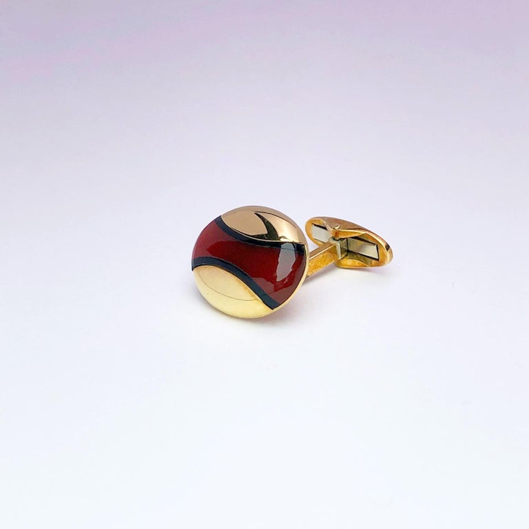 Contemporary Joseph Orlando 18 Karat Yellow Gold Oval Cufflinks with Black Onyx and Carnelian For Sale