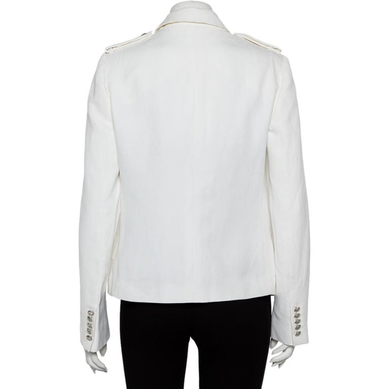 This Yvette blazer exudes elegance and is great for casual wear. Crafted from a white fabric blend, this blazer from Joseph is a must-have. It features a simple collar, button closure, pockets, long sleeves, and has been cut to offer a good