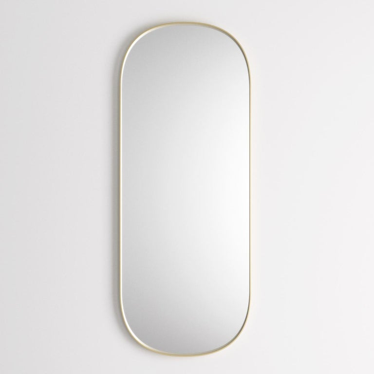 This rectangular mirror (4mm-thick) will perfectly suit a home interior, as well as a working area or studio, thanks to its elegant, natural finishes. Boasting rounded edges, the frame is made of brass-varnished steel, and is 50mm-thick, adding a