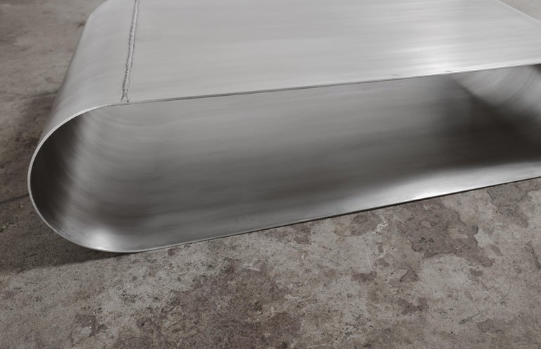 Minimalist Jouir Coffee Table in Aluminum Polished, Regular Size by Mtharu For Sale