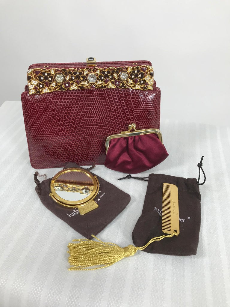 Judith Leiber Jewel Clasp Burgundy Lizard Clutch Shoulder Bag with Accessories In Excellent Condition For Sale In West Palm Beach, FL