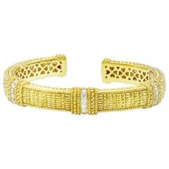 Judith Ripka Diamond Hinged Bangle in 18 Karat Yellow Gold