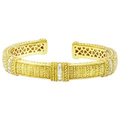 Judith Ripka Diamond Hinged Bangle in 18 Karat Yellow Gold