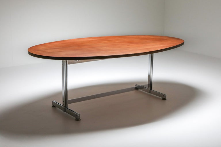 Jules Wabbes Oval Dining Table for Mobilier Universel In Excellent Condition For Sale In Antwerp, BE