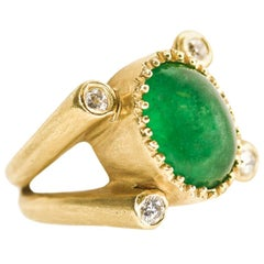 Julia Boss 18 Karat Yellow Gold Oval Cabochon Emerald and Diamond Ring