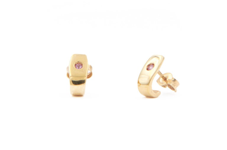 18 karat yellow gold cuff earrings set with pink sapphires.    These earrings form part of Julia-Didon Cayre's 'Mezzanotte Milano' collection. All pieces in this collection may be personalized by using your favourite gemstones, birthstone or colour