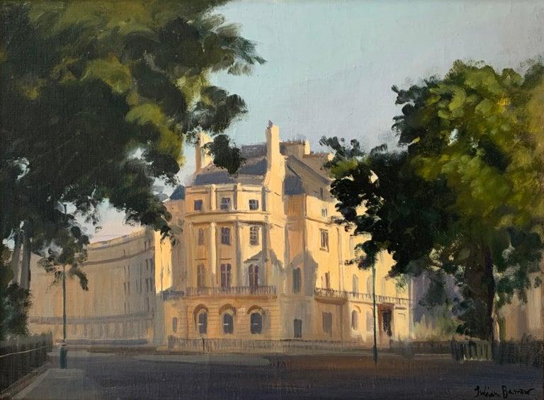SIGNED ORIGINAL OIL - LONDON STREET SCENE SUNLIGHT - Painting by Julian Barrow