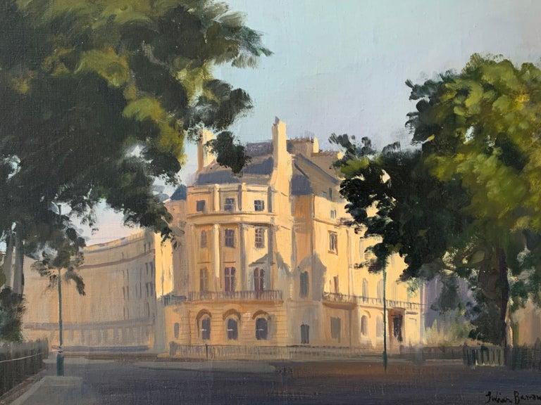 SIGNED ORIGINAL OIL - LONDON STREET SCENE SUNLIGHT - Impressionist Painting by Julian Barrow