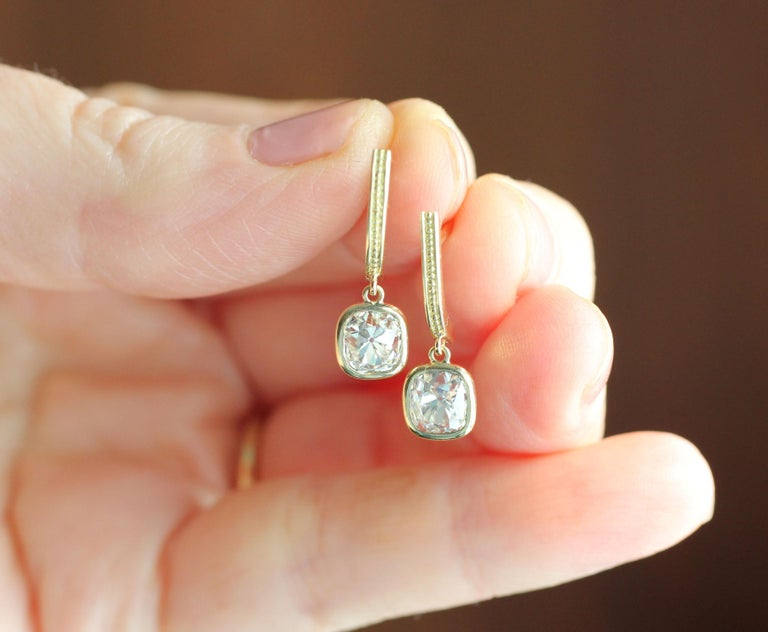 Julius Cohen Old Mine Cushion Diamond Earrings in 18 Karat Gold In New Condition For Sale In Brooklyn, NY