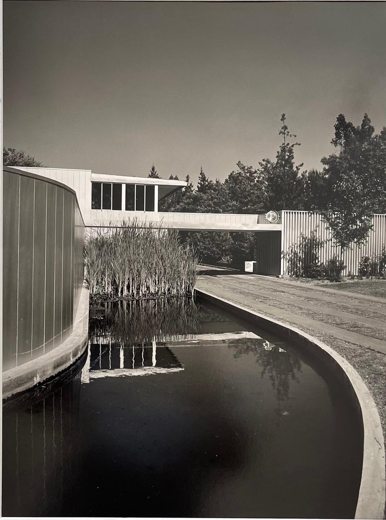 Julius Shulman signed black and white gelatin photo of the Von Sternberg house in Northridge, CA, circa 1947. #1675  The overall piece measures 16