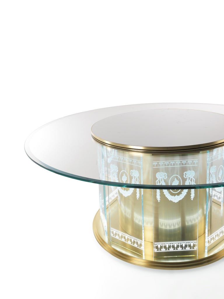 Modern Jumbo Collection Fuji Dining Table in Brass and Glass Top For Sale