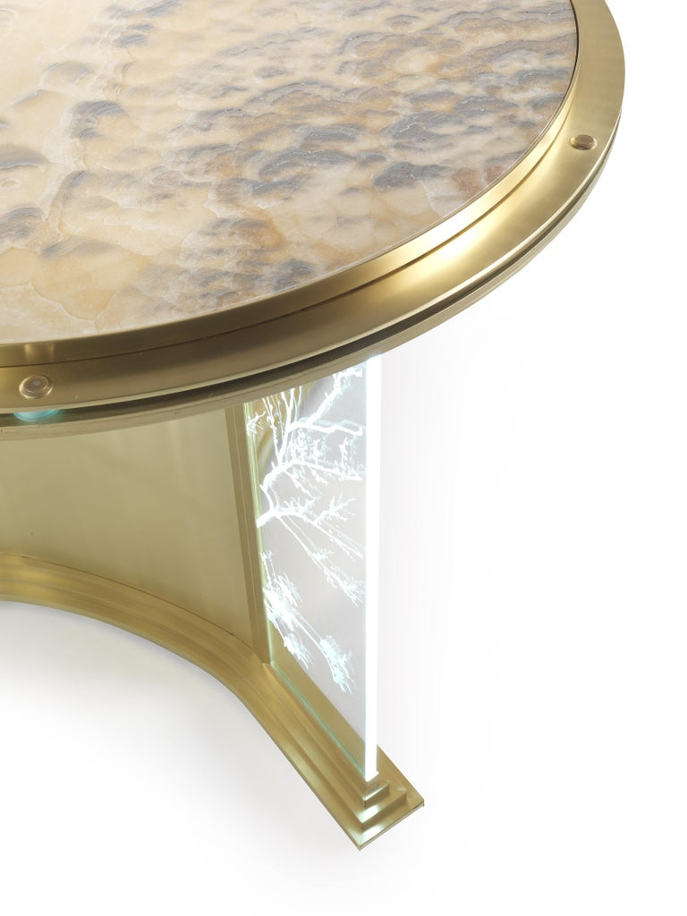 Jumbo Collection Fuji Round Dining Table in Brass and Glass with Onyx Top In New Condition For Sale In Cantu, IT