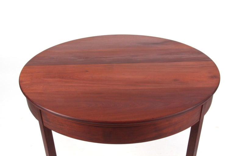 Kaare Klint extension table with two extension leafes.   In solid Cuba mahogany, extension leafes in mahogany veneer 60 cm each.  Made by Rud Rasmussen in the 1930s. Marked with Rud Rasmussen sticker and KK sticker.