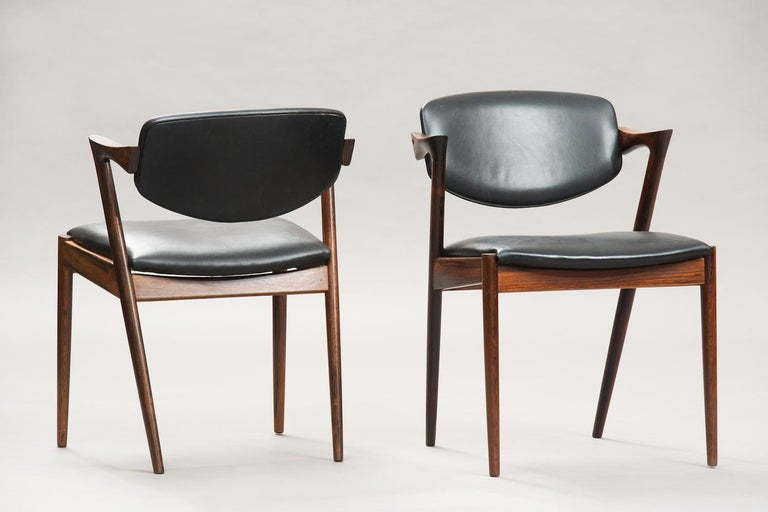 Set of 6 rosewood dining chairs model 42 with movable backrests, upholstered in the original black leather.