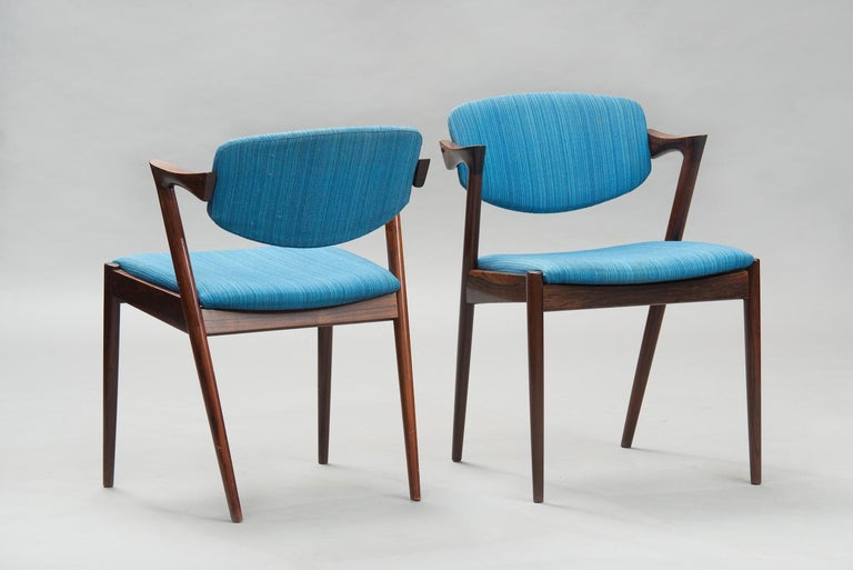 Set of 6 rosewood dining chairs model 42 with movable backrests, upholstered in the original blue fabric. These items are in original condition, can be sold as they are or fully restored, the price shown is in original condition.