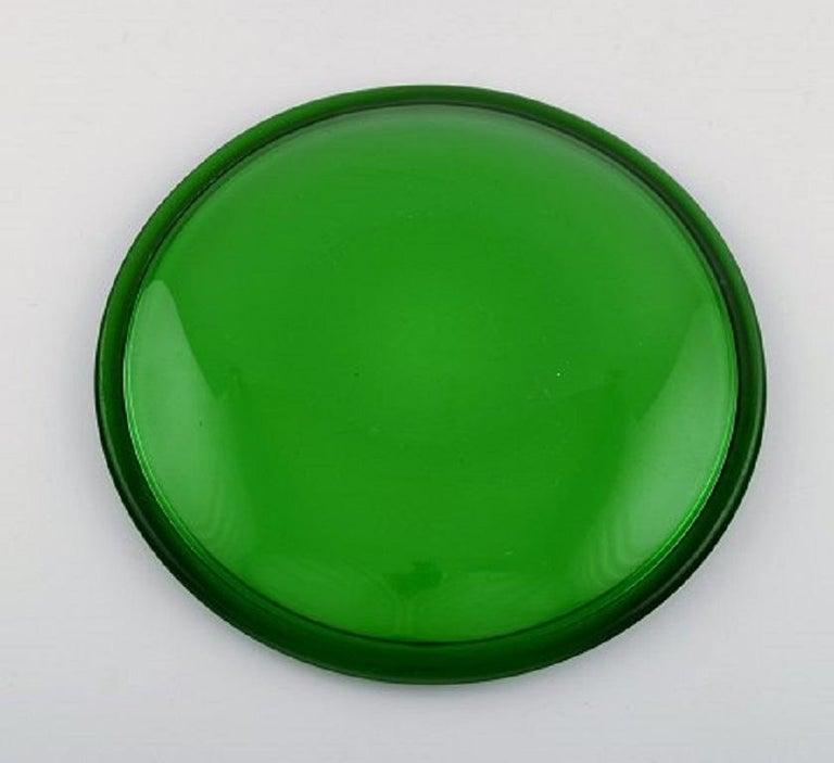 Kaj Franck '1911-1989' for Nuutajärvi, Six Luna Plates in Green Art Glass In Excellent Condition For Sale In Copenhagen, Denmark