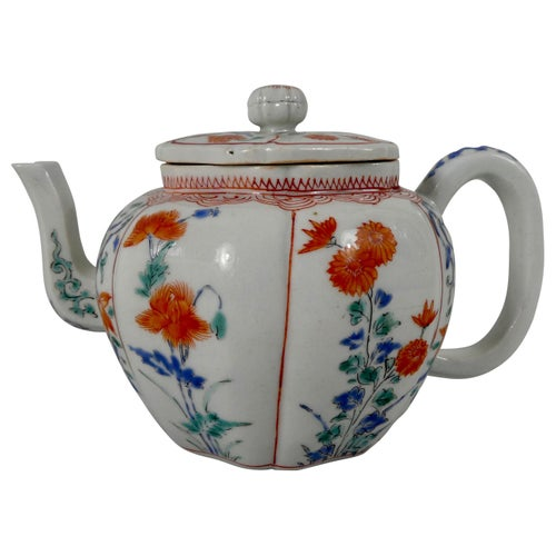 Kakiemon Porcelain Teapot and Cover, circa 1680, Edo Period