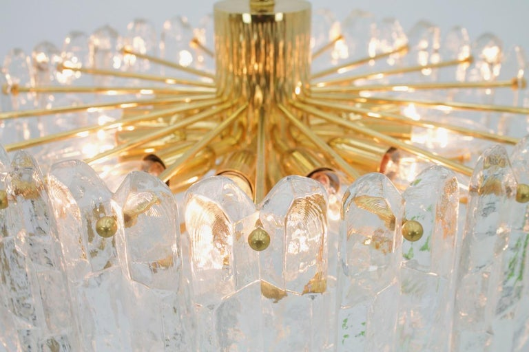 Kalmar Chandelier Palazzo Gilt Brass and Glass Austria, 1970s For Sale 5