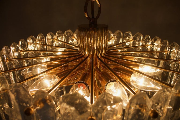 Kalmar Chandelier Palazzo Gilt Brass and Glass Austria, 1970s In Good Condition For Sale In Frankfurt / Dreieich, DE