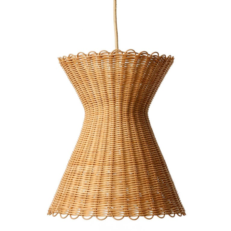 Kalmar Pendant Light 'Kiwi', Wicker Brass, 1960 In Good Condition For Sale In Vienna, AT