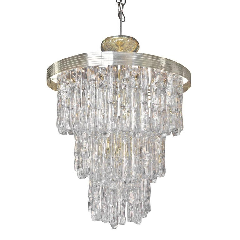 Mid-Century Modern Kalmar Style Lucite and Brass Ice Waterfall Tiered Chandelier, Italy For Sale