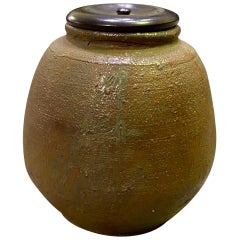 Kaneshige Toyo National Treasure Signed Japanese Bizen Ware Tea Caddy, Mid-1900s