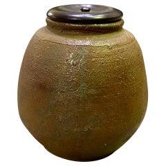 Kaneshige Toyo National Treasure Signed Japanese Bizen Ware Tea Caddy, Mid-1900s