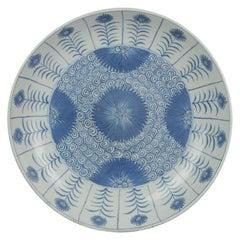 Kangxi Chinese Porcelain Large Charger Aster Pattern Flower, circa 1700